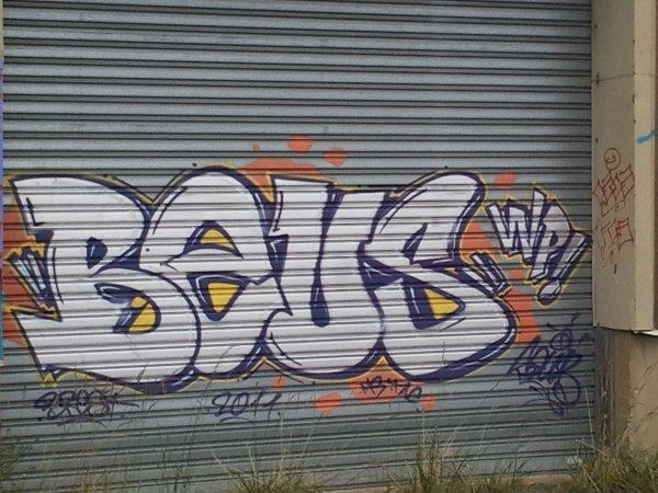 graff la courouze. artiste:BEUS. crew:WP