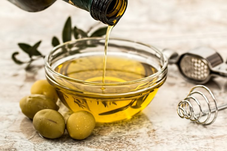 The best ways to make use of castor oil for appeal, skin and hair treatment