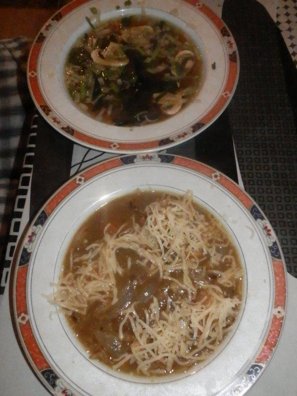 soupe à l'oignon (et soupe miso, voir recette)