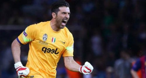Buffon Menangkan Penghargaan Golden Foot