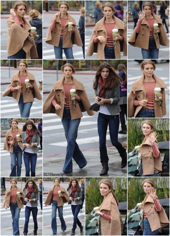 12 décembre 2011 || AnnaLynne McCord & sa soeur Rachel McCord sortaient du Urth Coffee