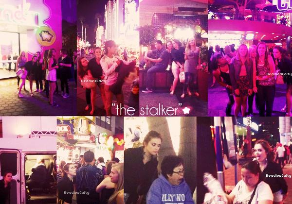 """TWITTER TIME ---- Quelques photos de Caitlin et ses amies sont apparus sur twitter il y a pas longtemp, comme vous pouvez le voir Caitlin fait un peu sa 'harceleuse' c'est pour sa que les titres des photos (qu'a donner Cait sur twitter) s'appelle """"the stalker"""" qui veux dire l'harceleuse."""