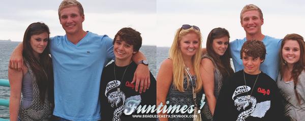 NEWS -- Caitlin, Christian et ces amis sont aller a la plage deManhattan le 24 Juillet.