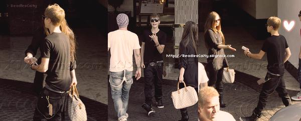 NEWS + CANDIDS--- Hier, (14 Juillet) Justin, Christian et Caitlin on passé la journée ensemble (youpiii ils se reparlent :Dbref.) On vois pas Caity sur les photos mais on peux savoir qu'elle y étais vu qu'elle a posté une photo du plateau d'échec. > Le 15 Juillet , Bieber et les Beadles on étais appercu dans les rues de Los Angeles.