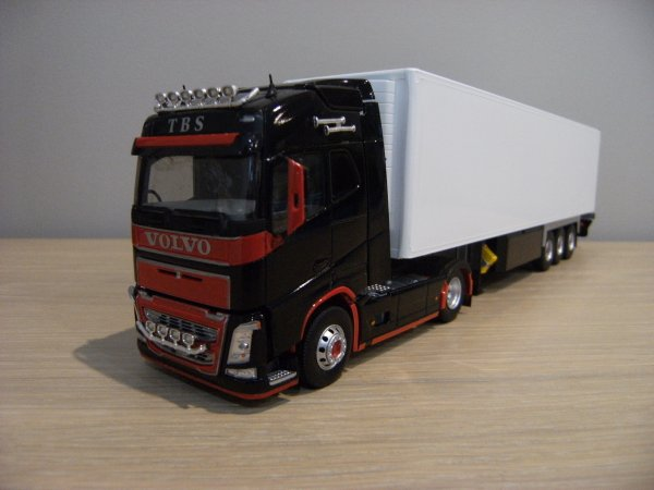 VOLVO FH4  TRANSPORTS T.B.S