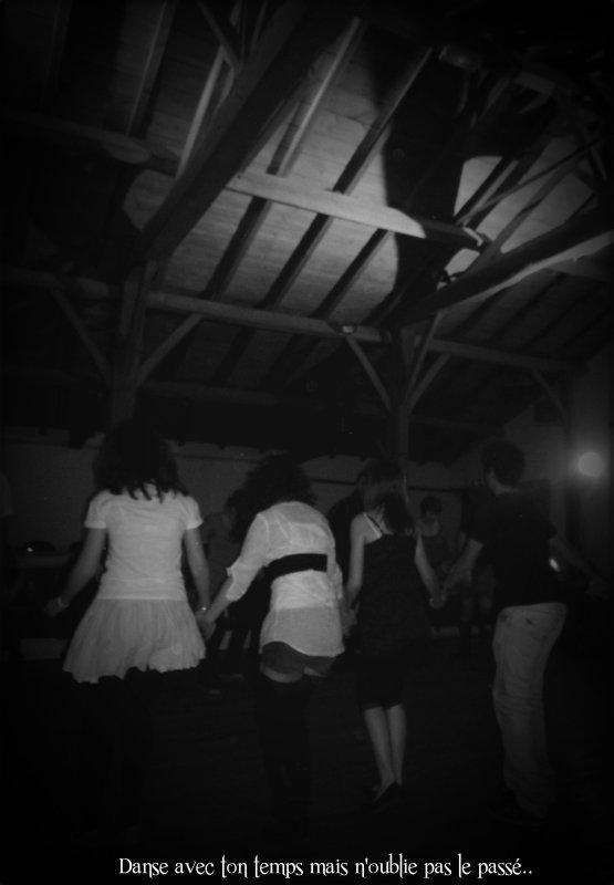 « Le temps d'une danse, le temps d'un sourir, le temps d'un instant, de ces moments.. ♥»