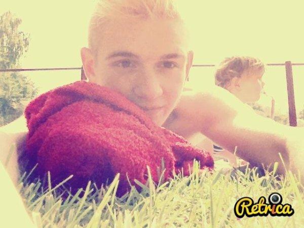 Julien *-  -* 17 ans -* Habite ; Perwez *-