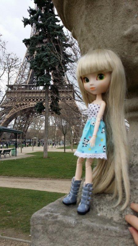 natsumi et la tour Eiffel