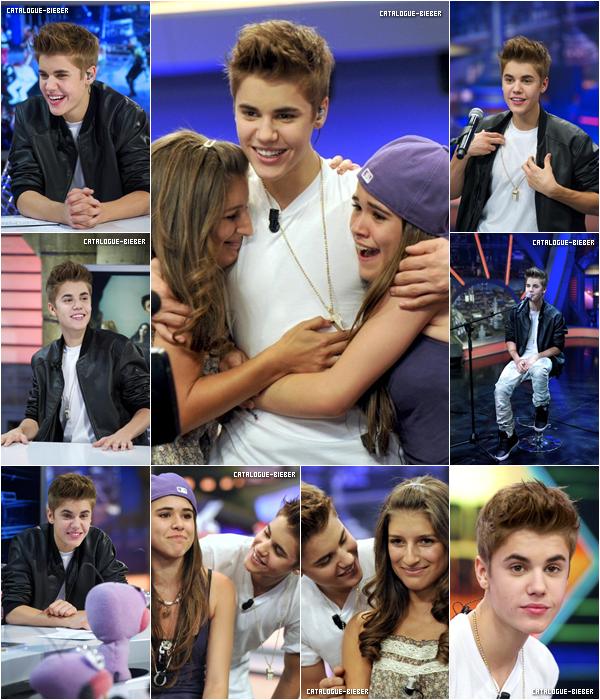 Justin était présent à une émission Espagnole, où il a rencontrer des fans & donner une interview.