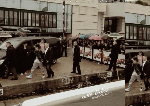 *  28/01/2012 : Voila Justin est Cannes ! Il s'est rendu sur le bateau des NRJ Music Awards. Il semblerais qu'il soit sur le point de recevoir un prix trés spécial, le« Best Digital Moment du show». (premiere photo qui a etait prise par Benjy Drew.)*
