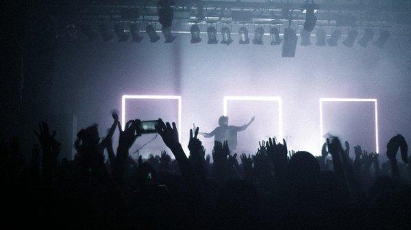 ☼ Music on, world off