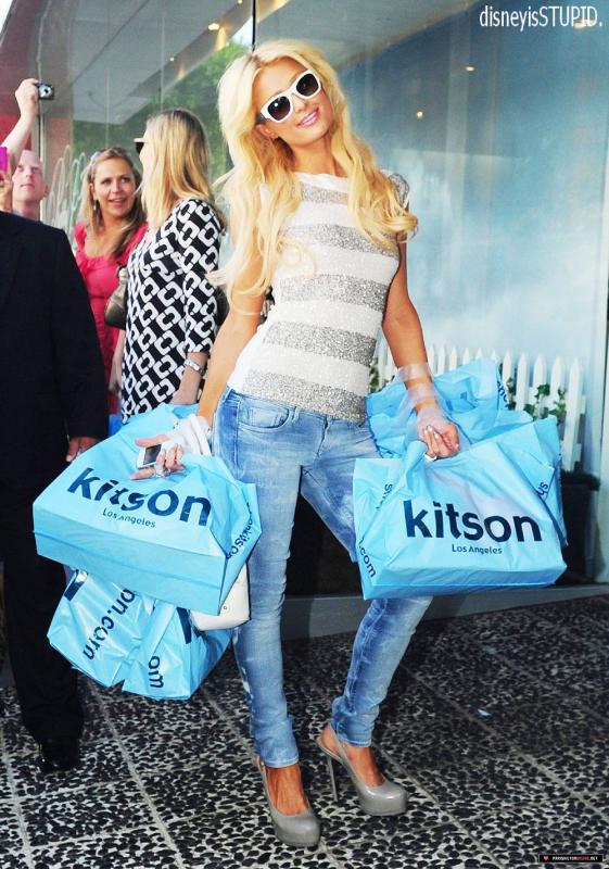 LA PREMIERE MI PUTE MI SOUMISE DE L'ANNEE 2011 EST.... PARIS HILTON AVEC PLUS DE 35% DES VOIX !      2eme position _____ Taylor Momsen.  _______________ 3eme postition _____ Miley Cyrus.