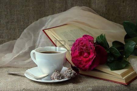 Sachez chers amis que, aussitôt réveillé, mes belles pensées sont allées directement à vous. J'espère que cette journée qui commence sera douce,chargée de belles rencontres, et positive pour vous !  Acceptez ma rose et dégustez mon café en signe d'amitié.  Sincèrement