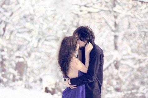 A écouter mon coeur tambouriner dans ma poitrine, je me suis dit qu'on pouvait peut-être mourir d'un baiser.