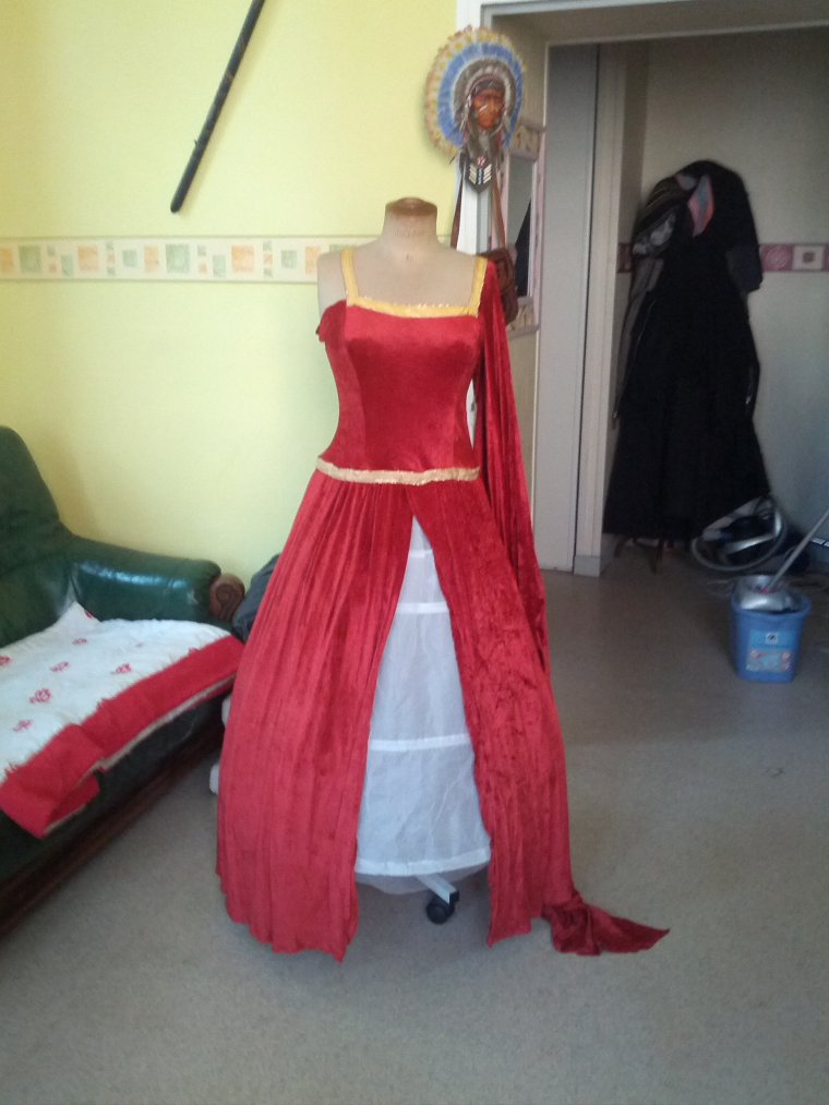 robe medieval