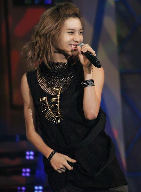 "‎""Aerin wants to see Taemin. Aerin wants to hug Taemin. Aerin wants to be with Taemin. I love him."""