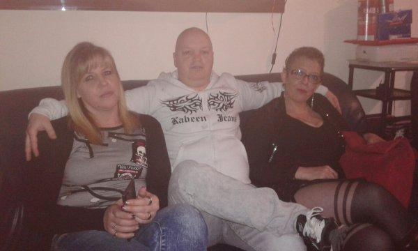 Le papa avec la mama et l amie