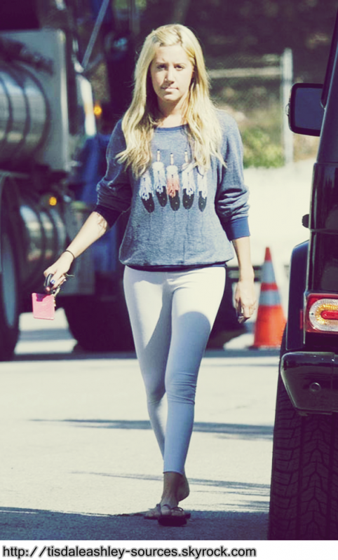Ashley out and about in Los Angeles.   02 oct 09. tisdaleashley-sources.