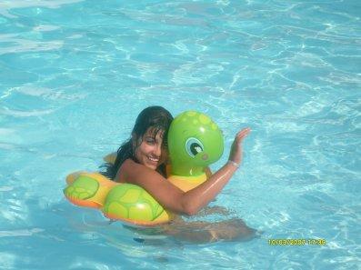 moi dans la piscine d'une villa