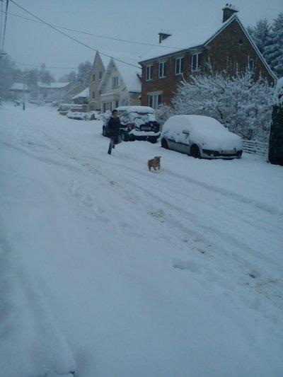 Héééééé oui voila comme il fait aujourd hui devant chez moi vers 15 heures bin ouai on a poser un peu dans cette belle neige
