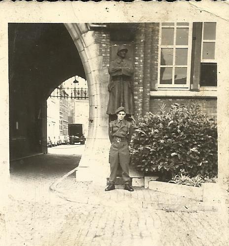 hééé voila c est moi quand je faisais mon service militaire en 1969