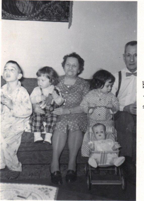 Petite fille avec le carosse