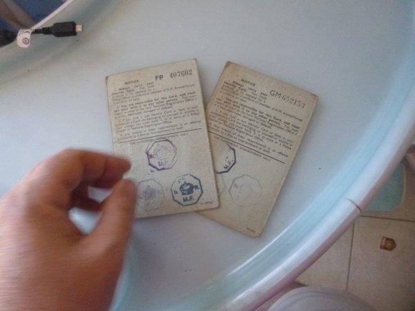 dos des 2 cartes d identitées anglaise
