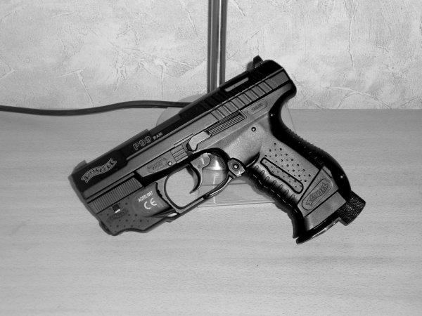 ''Walther P99 R.A.M avec laser''.
