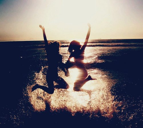 L'amitié , ce n'est pas quelque chose limité dans le temps ou dans l'intensité. Non , c'est un lien très fort envers une ou des personnes. Certaines personnes ont un lien d'amitié avec moi , et je les remercie vraiment de rendre ma vie plus belle :) Je Vous Aimes