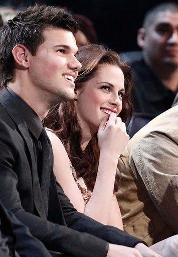 Une superbe photographie de Taylor Lautner et de Kristen Stewart