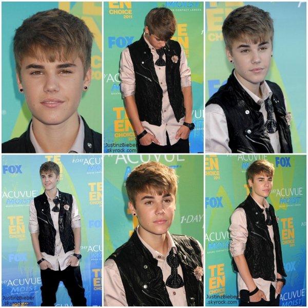 """08/08/11 : Justin Bieber et Selena Gomez étaient présents aux Teen Choice Awards                                 Top/Flop ?   Vidéo 1 : Justin a reçu le prix de l'artiste masculin  :) Vidéo 2 : Selena a chanter sa chason """"I Love the Way Like a Love song"""" et Justin a affrimer que c'était pour lui la meilleur représentation de Selena au TCA et on peut le voir danser à environ 1minute. C'est juste trop cute :) (Pour ma part j'ai trouver que c'était sa meilleur représentation en générale, vu ces capacité de chanteuse, elle a beaucoup de mal a monté dans les aigus)"""