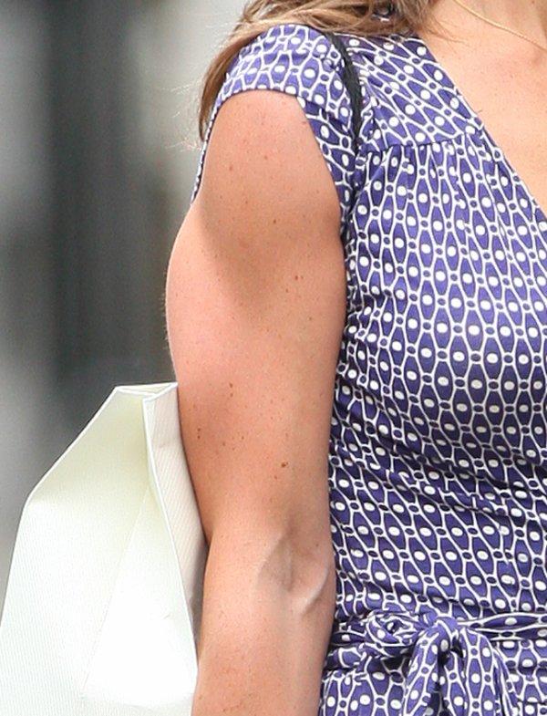 En attente de news...Voici des potins sur Pippa Middleton.