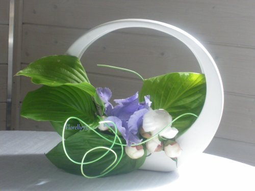 Iris et pivoines bblanches
