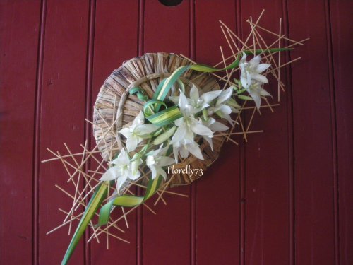 Mikado de fleurs et feuilles de yucca