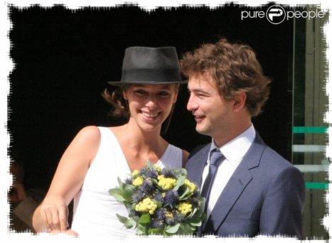 le couple la sortie de la mairie - Renan Luce Mariage
