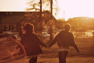 J'ai tellement besoin d'amour, de tes bras de ta voix de velours.  -Brigitte