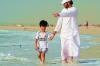 « Offre à ton ami tes conseils, à tes connaissances ton aide, et à tout le monde un visage souriant. »  (Ali ibn Abi Talib)
