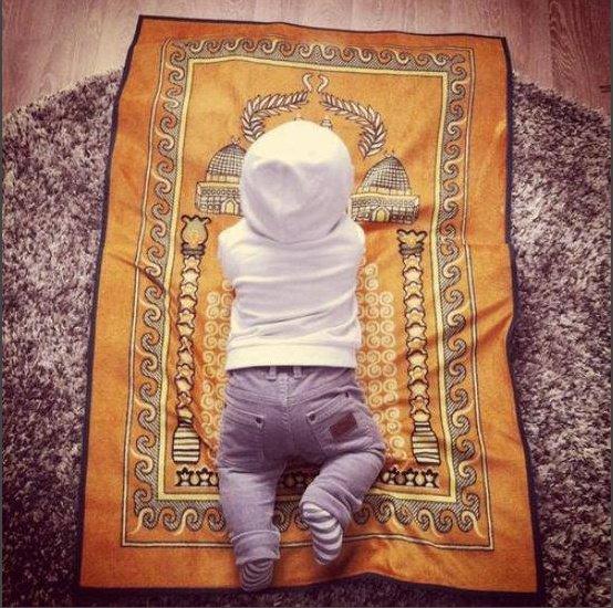 « Les droits de ton enfant sur toi : Donne lui un beau prenom, choisit pour lui une mere pieuse, enseigne lui le Qu'ran » ('Umar ibn al Khattab RadiAllahuAnh)