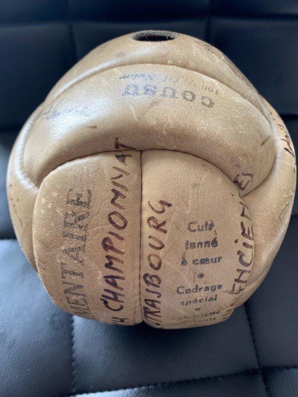 Ballon Vicky sport dedicassé final Strasbourg us Valenciennes 1951