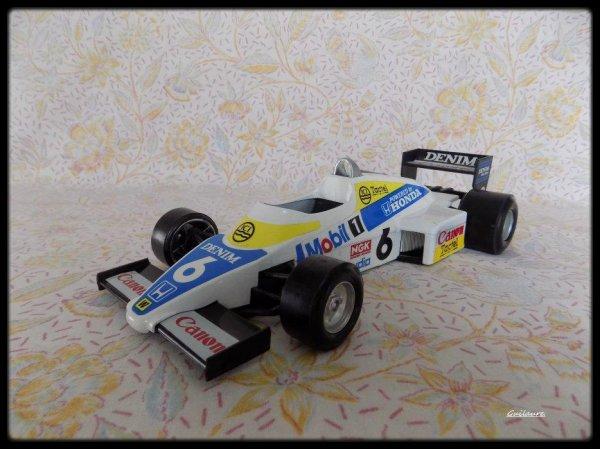 Williams FW 08.