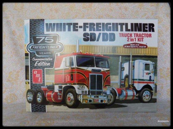 "75 ème ""Freightliner years Conumemorative Edition"". 2 versions"