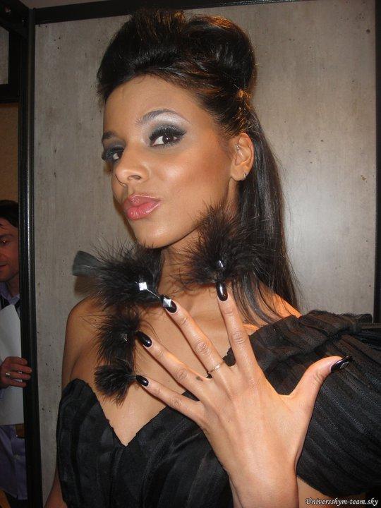 """[NMA - """"So Nails""""] Shy'm pose pour So Nails, avec les ongles tout beaux! Coup de coeur ♥"""