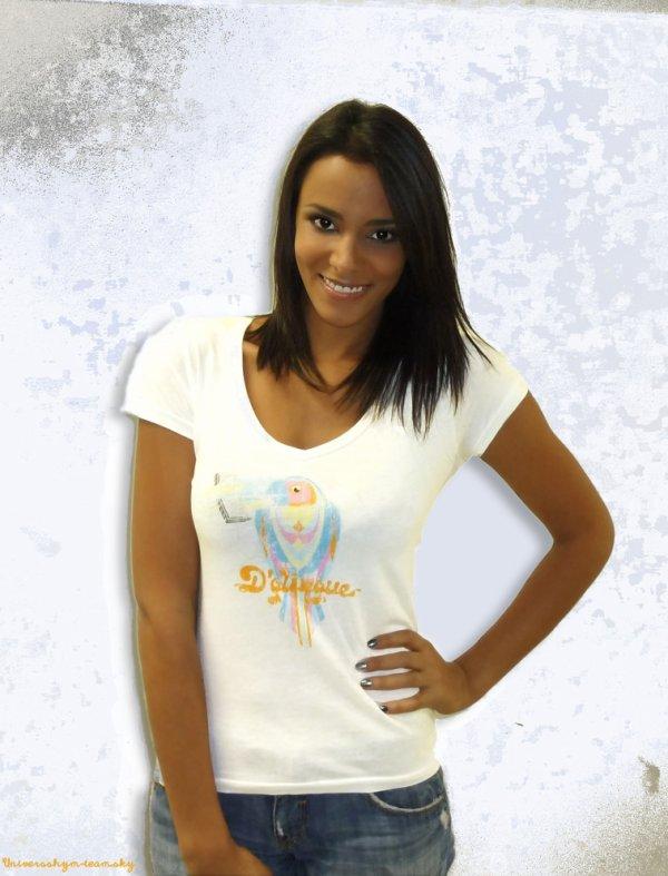 ★★★Shy'm a porté la marque D'Glingue !★★★ C'est lors dès premières parties de Christophe Maé à Bercy les 20 et 21 octobre 2010 que Shy'm a découvert la marque et rencontré son créateur Jérémy Parra. Immédiatement conquise, elle est repartie avec un des modèles, le T-shirt Toucan !
