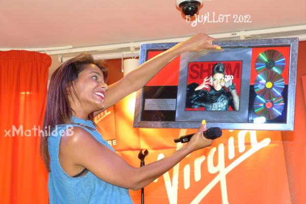 | Vidéos • Mini showcase de Shy'm au Virgin Megastore des Champs Elysées • 5 juillet |