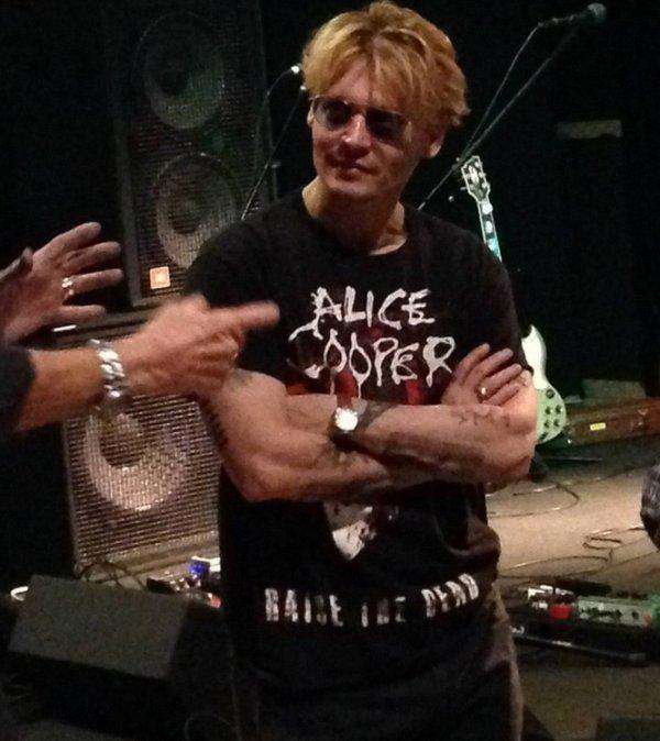 Johnny à un concert d'Alice Cooper