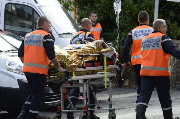 FRANCE Terrible collision entre un car et un camion en Gironde: 43 morts