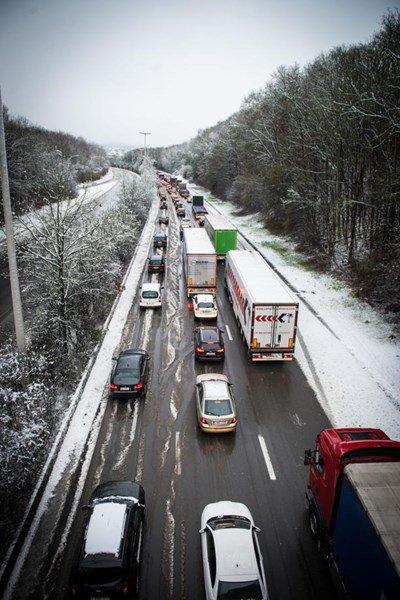 En ce début de soirée, la situation sur les routes reste compliquée. Plusieurs centaines de kilomètres cumulés d'embouteillages sont comptabilisés. On fait le point province par province.