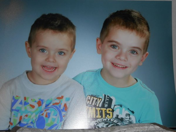 quelques photos de mes deux petits princes Mathieu  bientôt 6 ans et et Nathan 3 ans