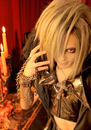 Hayato - chanteur du groupe BLOOD