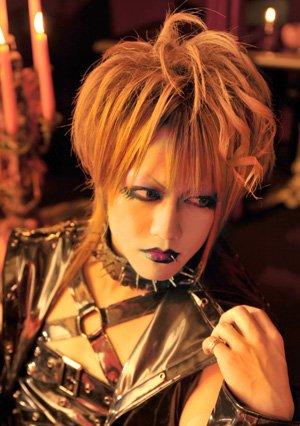 Kazuha - guitariste du groupe BLOOD